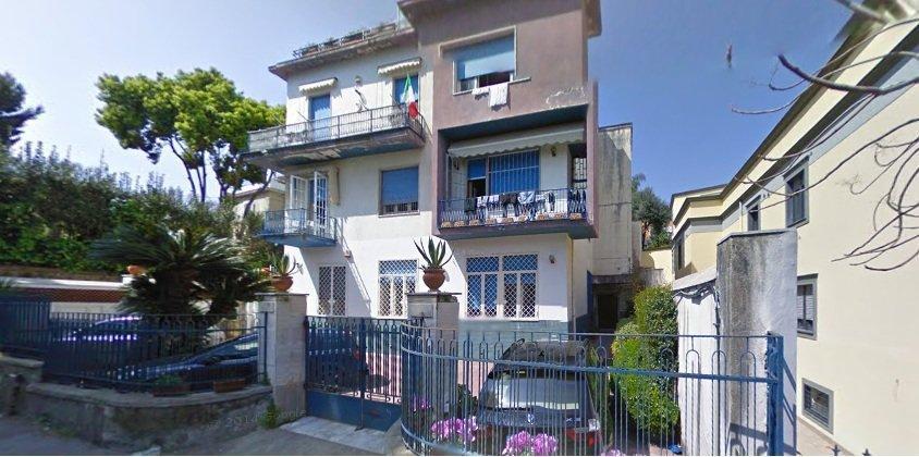 Napoli, Discesa Gaiola <br /> Prezzo &euro; 370.000,00