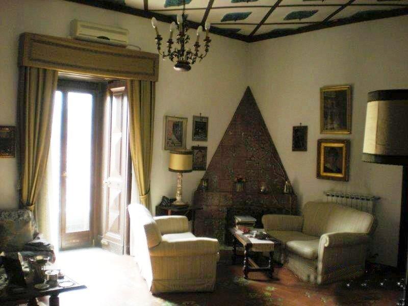 Napoli, Via Bendetto Croce PALAZZO FILOMARINO <br /> Prezzo &euro; 990.000,00